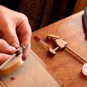 Reglue black key of upright
