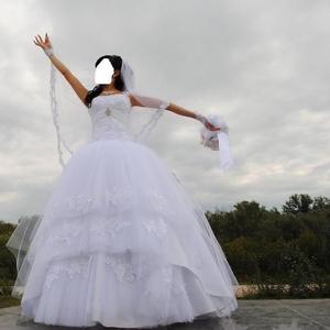 Продам красивое свадебное платье с кружевами